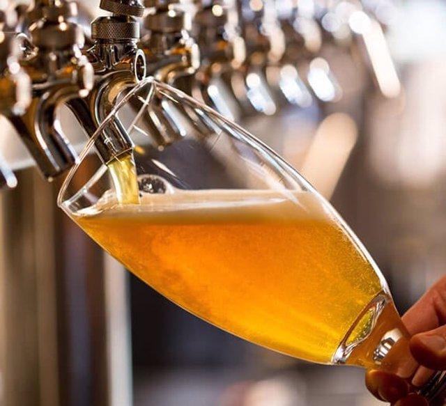 La cervecera brasileña Ambev gana 174 millones en el primer trimestre, un 59% menos