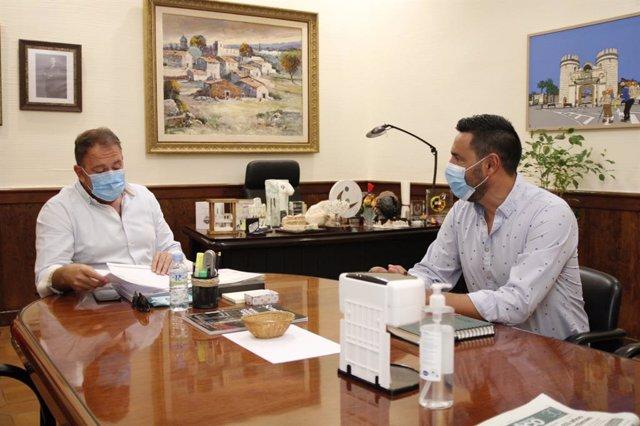 El alcalde de Mérida se reúne con comité de empresa de CArrefour