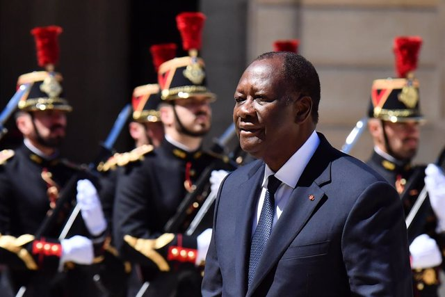 C.Marfil.- Ouattara nombra como primer ministro al ministro de Defensa tras el f