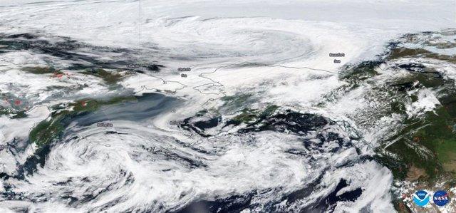 Imagen del humo de los incendios de Siberia alcanzando Alaska