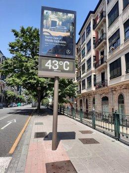 Termómetro marca 43 grados al sol en Bilbao en plena alerta naranja por temperaturas altas