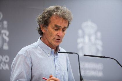 Simón avisa de que la transmisión comunitaria sigue existiendo en España y de que hay jóvenes graves
