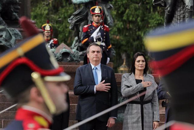 El presidente de Brasil, Jair Bolsonaro, junto a su esposa, Michelle Bolsonaro
