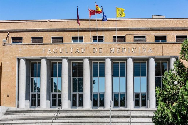 Fachada de la Facultad de Medicina de la  Universidad Complutense de Madrid -UCM-.
