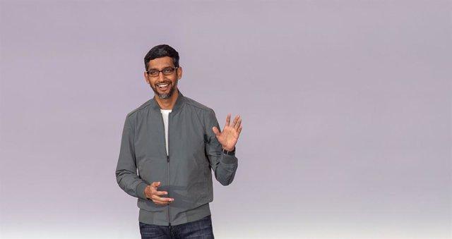 EEUU.- Alphabet (Google) registra en el segundo trimestre la primera caída de su