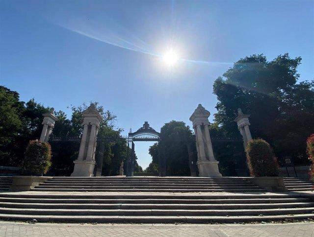 Entrada al parque de El Retiro de Madrid, en Madrid (España), a 9 de julio de 2020.