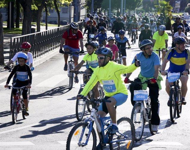 Ciclistas en la localidad de Leganés