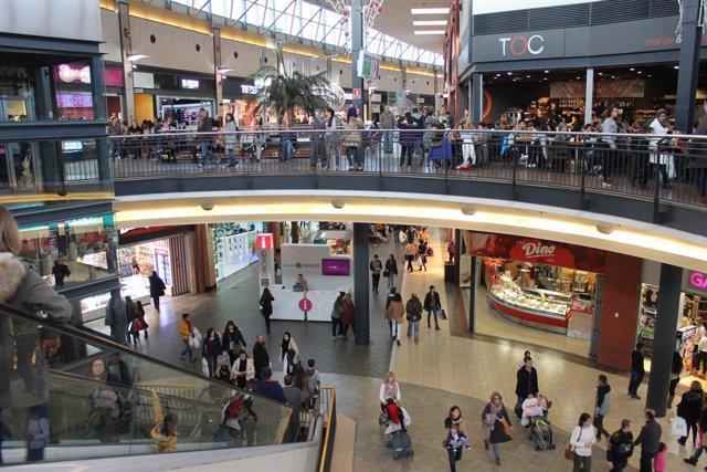 Centre comercial Espai Gironès, comercç, botigues, Girona, compres, consum.