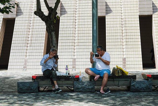 Coronavirus.- Hong Kong rebasa otra vez el centenar de nuevos casos ante el inmi