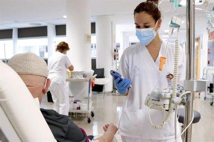 Los oncólogos médicos europeos piden no interrumpir ni retrasar los tratamientos de cáncer pese al COVID-19
