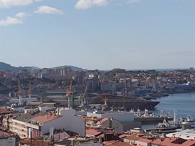Vista del astillero Hijos de J. Barreras, con el barco de Ritz Carlton en la grada.
