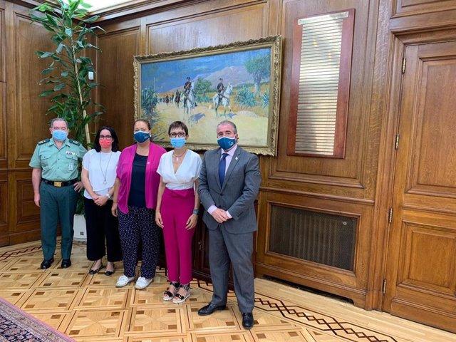 Reunión de miembros de la AVT con la directora de la Guardia Civil, María Gámez, y el DAO del Instituto Armado, Pablo Salas