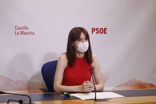 La diputada del PSOE Diana López en rueda de prensa.