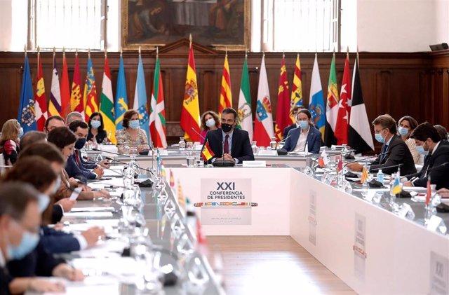 El presidente del Gobierno, Pedro Sánchez, preside la XXI Conferencia de Presidentes, en San Millán de la Cogolla, La Rioja (España), a 31 de julio de 2020. La conferencia busca el consenso para el reparto de los fondos de recuperación europeos por la cri