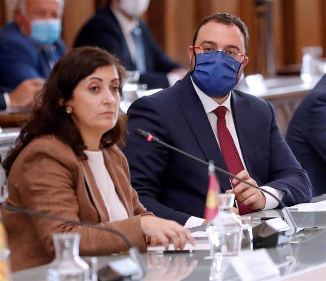 La presidenta de La Rioja, Concha Andreu; y el presidente de Asturias, Adrián Barbón, durante la XXI Conferencia de Presidentes, en San Millán de la Cogolla, La Rioja (España).
