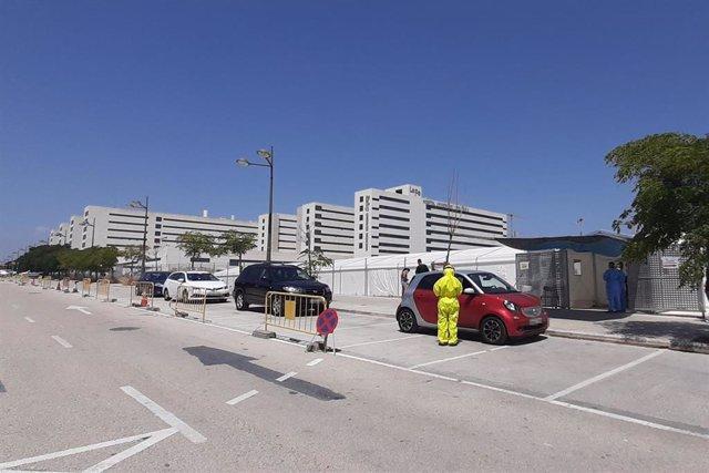 Realización de pruebas PCR en el Hospital de Campaña de València
