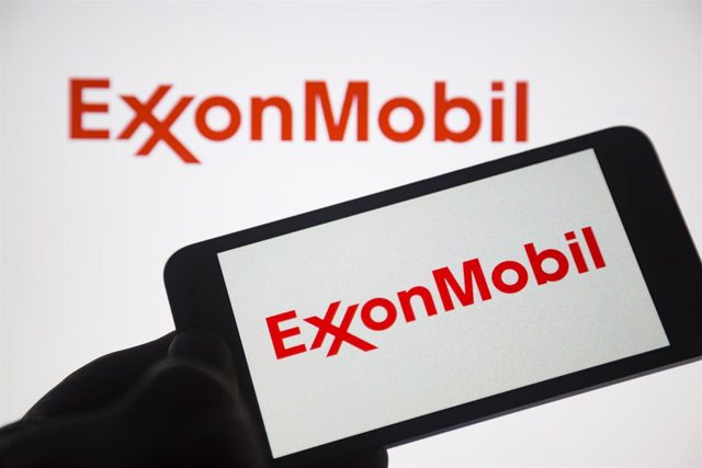 """01 May 2020, Paraguay, Asunción: A general view of the international oil and gas company """"ExxonMobil"""" displayed on a smartphone screen. Photo: Andre M. Chang/ZUMA Wire/dpa"""