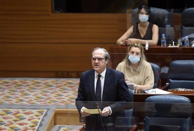 El portavoz del PSOE en la Asamblea de Madrid, Ángel Gabilondo, realiza una pregunta durante una sesión de control al Gobierno de la Comunidad en Madrid (España), a 9 de julio de 2020.