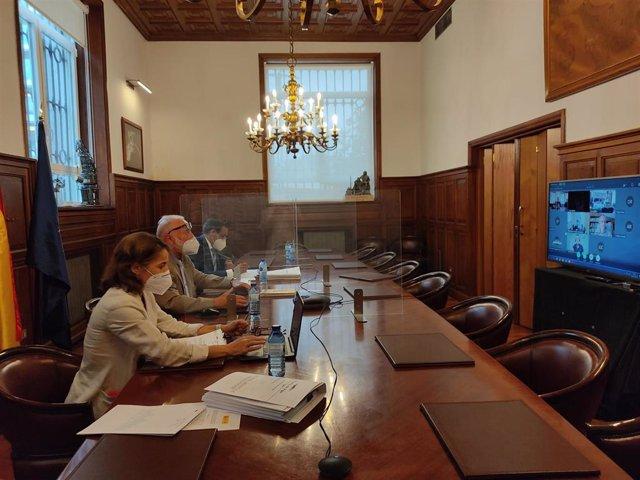 El presidente de la Autoridad Portuaria de Vigo, Enrique López Veiga, en la rueda de prensa