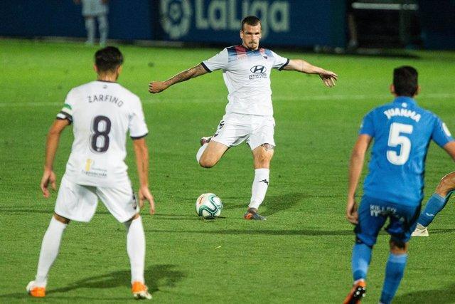 Angel Bastos, del Extremadura, durante el partido ante el Fuenlabrada de LaLiga SmartBank 2019-2020