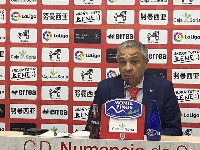 """Fútbol.- Moisés Israel (Numancia): """"Espero que LaLiga entienda que 24 equipos no"""