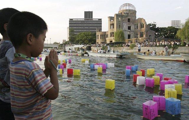 Memorial por el 61º aniversario del lanzamiento de la bomba atómica sobre Hiroshima.