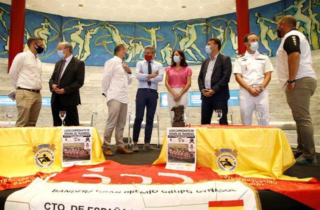 El vicepresidente y consejero de Universidades, Igualdad, Cultura y Deporte, Pablo Zuloaga, asiste a la presentación del LXXIII Campeonato de España de Traineras