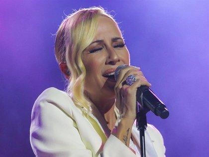 Marta Sánchez se emociona en Starlite con la canción 'Resistiré'