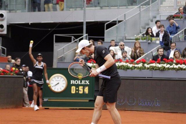 Foto recurso del tenista Andy Murray celebrando con rabia un punto en la final del Mutua Madrid Open de Tenis