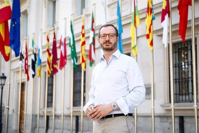 El portavoz del Grupo Popular en el Senado, Javier Maroto, posa tras una entrevista para Europa Press en la Cámara Alta, en Madrid (España), a 31 de julio de 2020.