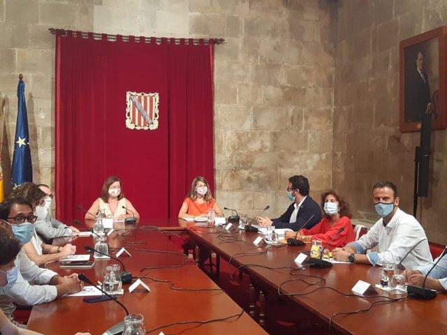 La presidenta del Govern, Francina Armengol, preside la Mesa de Diálogo Social a la cual ha asistido la ministra de Trabajo y Economía Social, Yolanda Díaz.
