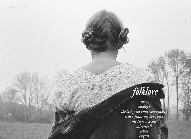 Taylor Swift rediseña el logo de Folklore tras ser acusada de plagio