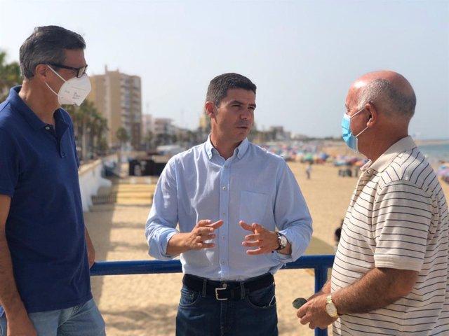 El parlamentario de Ciudadanos (Cs) por Cádiz y portavoz del grupo parlamentario de la formación naranja, Sergio Romero, en Chipiona