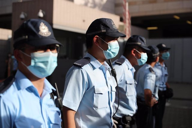 La Policía de Hong Kong con mascarillas.