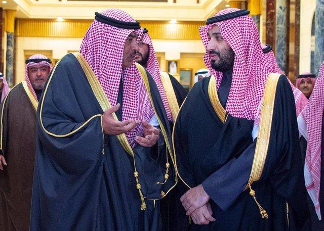 El primer ministro de Kuwait, Sabá Al Jalid Al Sabá, a la izquierda en la imagen