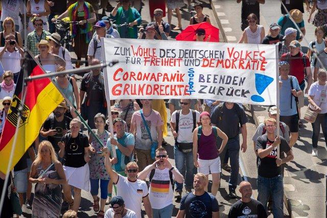 Coronavirus.- Más de 15.000 personas se manifiestan en Berlín contra las medidas