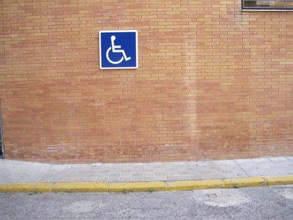 Denuncian a una mujer en Sevilla por aparcar con la tarjeta de discapacidad de su marido fallecido en 2014
