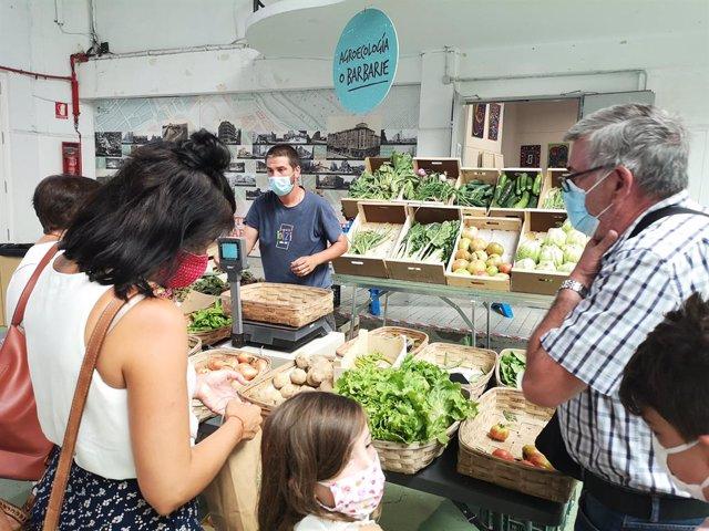 El EKOmercado de Pamplona reúne 15 puestos con alimentos ecológicos y de tempora