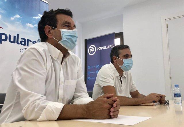 El presidente del PP en Baleares, Gabriel Company, junto al presidente del PP de Ibiza, José Vicente Marí Bossó.