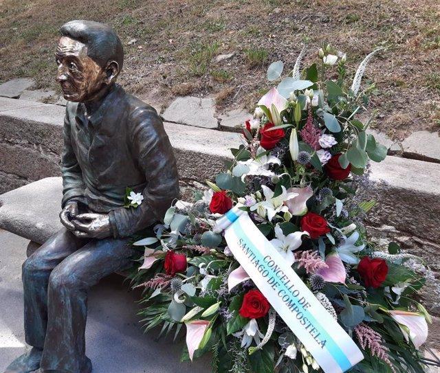 Estatua en homenaje a Isaac Díaz Pardo en la capital gallega.