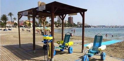 Sólo 12 de las 71 playas de la Región de Murcia evaluadas por Famdif cuentan con punto accesible