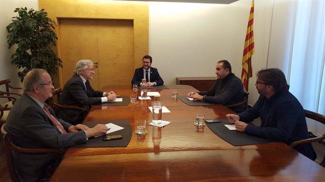 Josep González (Pimec), Josep Sánchez Llibre (Foment del Treball), el conseller Pere Aragonès, Javier Pacheco (CC.OO.) i Camil Ros (UGT), en una foto d'arxiu.
