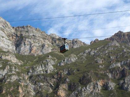 Rescatados dos montañeros enriscados en Fuente Dé
