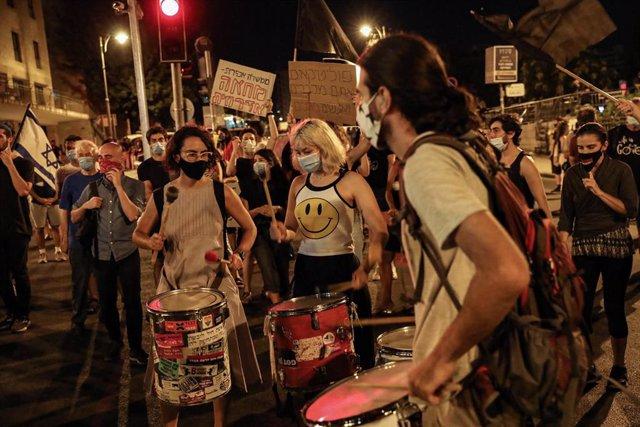 Coronavirus.- Miles de israelíes vuelven a protestar contra Netanyahu mientras e