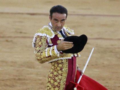 Enrique Ponce triunfa en la plaza de toros de Osuna sin la presencia de su novia