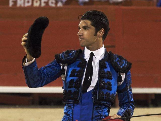 Spanish bullfighter Cayetano Rivera performs at the Palma de Mallorca Bullring on August 3, 2017 in Palma de Mallorca, Spain.