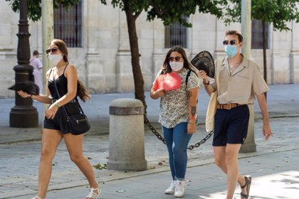 168 denuncias por consumir alcohol en la vía pública y por no usar la mascarilla este fin de semana en Sevilla