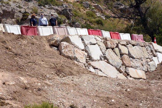 Diputación realiza trabajos de reparación en la carretera de la Alfaguara