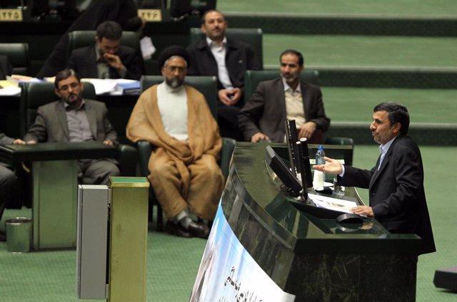 Irán.- La cúpula religiosa iraní rechaza los intentos del expresidente Ahmadiney