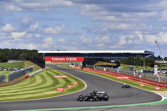 AV.- Fórmula 1/GP G.Bretaña.- Hamilton gana con agonía en Silverstone y Sainz pi